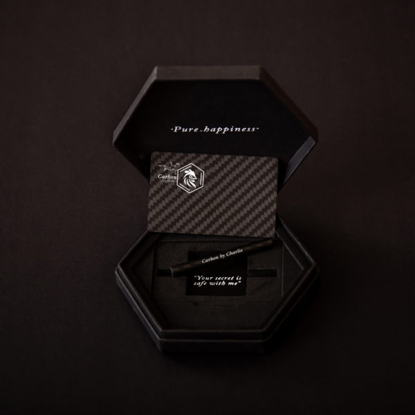 carbon by charlie pure carbon fibre card and straw in luxury box
