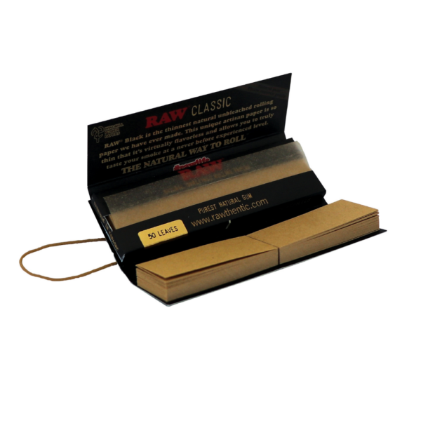 RAW Classic Black Rolling Papers Connoisseur 1 ¼ + Tips